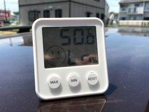 ルーフの上においた温度計は50度!