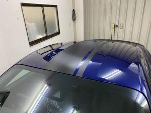 フォードマスタングストライプラッピングルーフ完成前