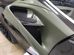フェラーリ488GTBマットブラックフルラッピング施工リアフェンダーダクトテスト貼り