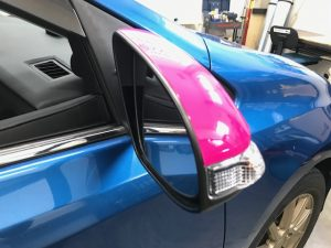トヨタ オーリス 右ドアミラーラッピング完成鏡側上部