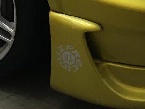 ミツビシ ギャランVR-4 バイナルグラフィック施工フロントバンパー横プレシアス貼りロゴ