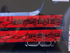 フォードマスタングオリジナルパイソン柄ストライプ施工前デザイン画像サイドステップ