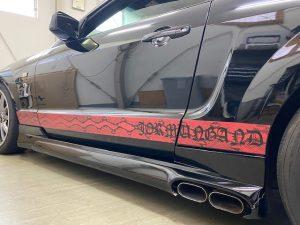 フォードマスタングオリジナルパイソン柄ストライプ施工サイドステップ左