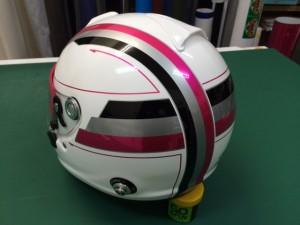 ラッピング技術を総動員するヘルメットラッピング